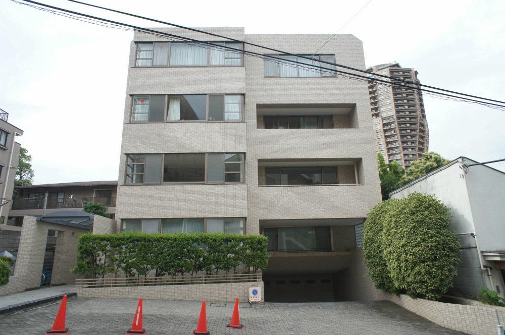 Motoazabu Mita House on Plants Floor Plan Design