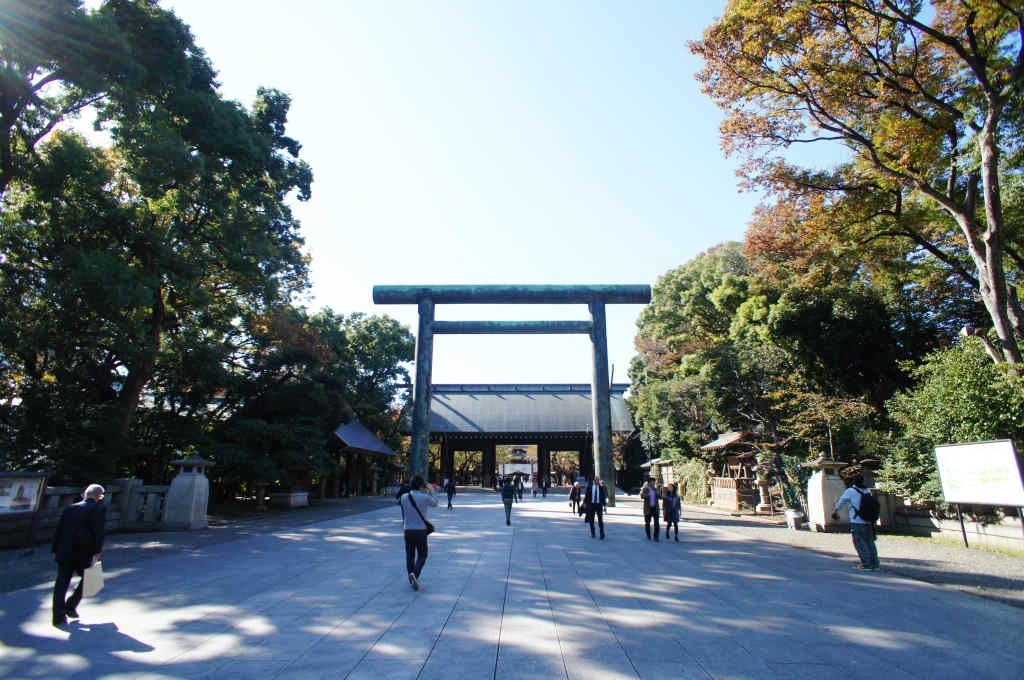 the yasukuni shrine and the rise Japanese prime minister shinzo abe has sent a ritual offering to tokyo's controversial yasukuni shrine, which honors japan's war dead,.