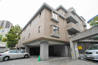 Exterior of Windsor House Motoazabu