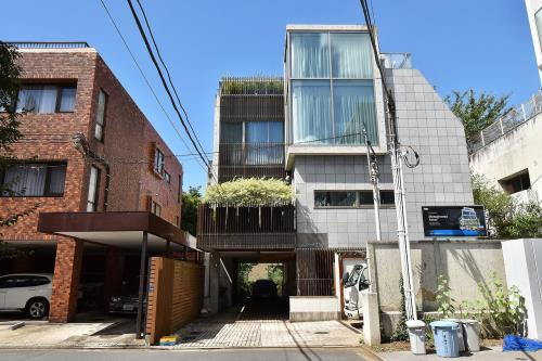 Exterior of Motoazabu Twins