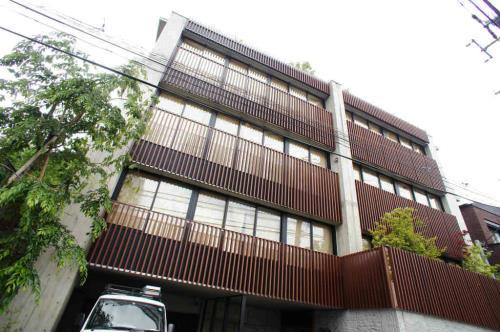 Exterior of AURA表参道