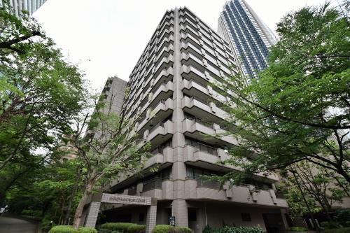 Exterior of Shiroyama Trust Court