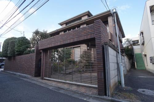 Exterior of Nakamachi L House