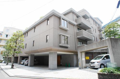 Exterior of Windsor House Motoazabu