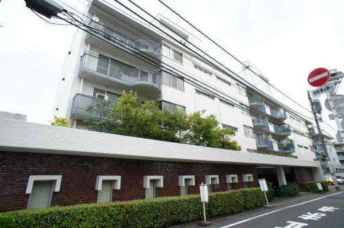 Exterior of Minami-Aoyama Apartments