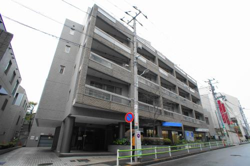 Exterior of H & M Minami-Aoyama