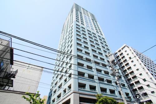 Exterior of ルネ新宿御苑タワー