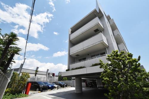 Exterior of Cosmo Lead Minamiazabu