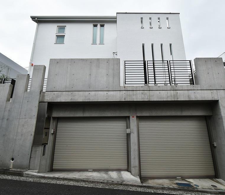 Honmoku T House