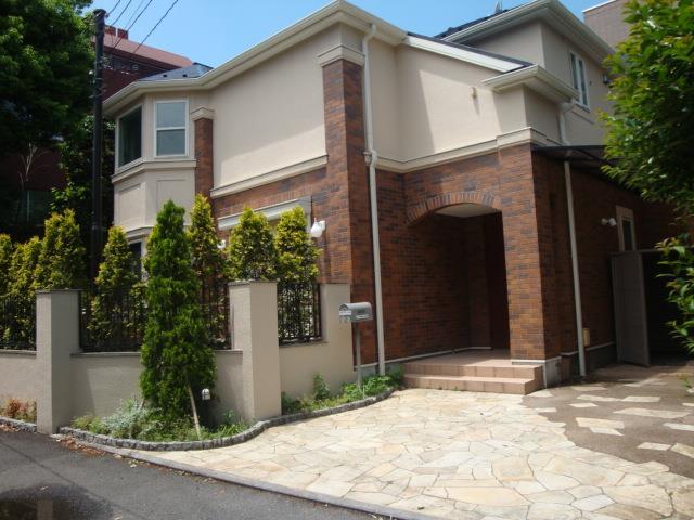Exterior of Honmuracho House