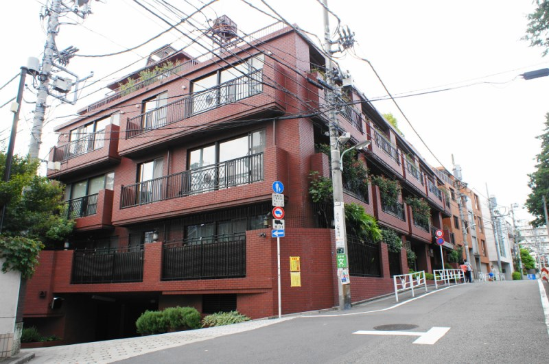 Exterior of Domus Hiroo West