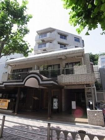 Exterior of Eclair Nogizaka