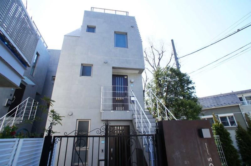 Exterior of BAOS神宮前