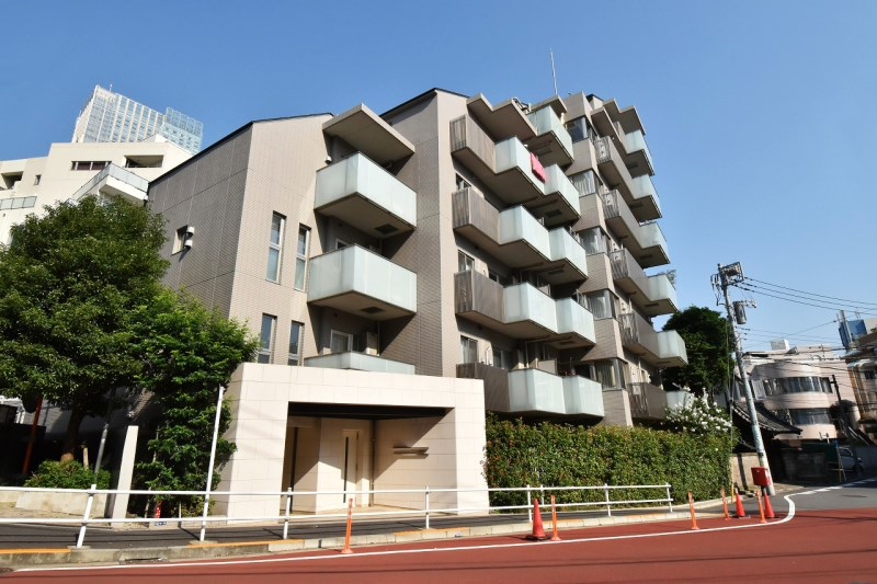 Exterior of Open Residencia Roppongi Museum Front