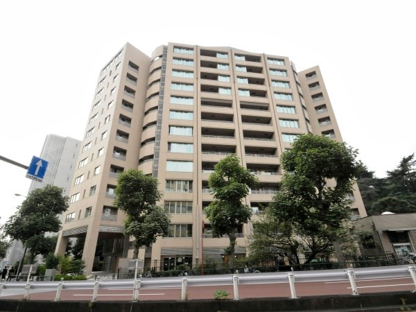 Exterior of Proud Shinjuku-gyoen Empire