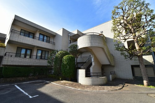 Exterior of Crest Yamate 2F