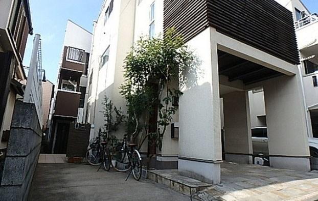 Exterior of Sangenchaya 1-chome House