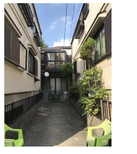 Exterior of House in Kita-shinjuku, Tokyo